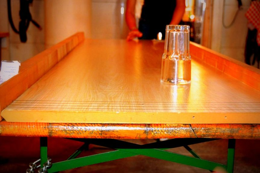 Bierglas-Schieben (Beer-glass sliding)