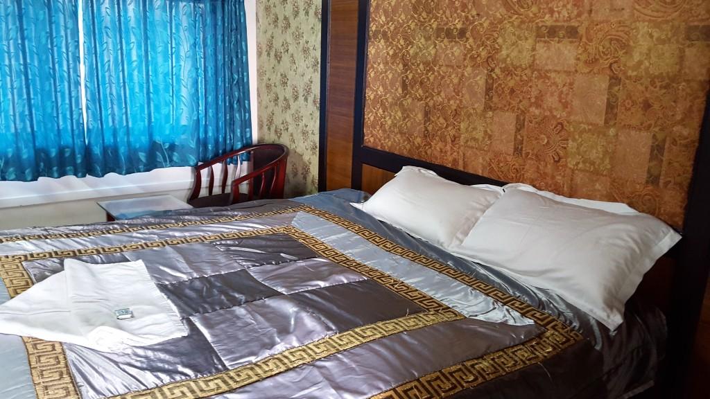 Room inside Houseboat